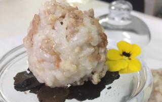 IV Edición Descubre la trufa. Restaurante Irreverente. Manitas de cerdo ibérico rellena de trufa, longaniza y lechecillas con vizcaína gelatinosa con pan de gambas.
