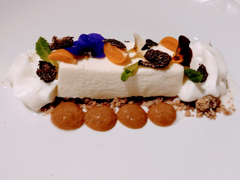 IV Edición Descubre la trufa. Restaurante Urola. Zaragoza. Flan de leche al vapor, crema de café, espuma de nata fresca y trufa.