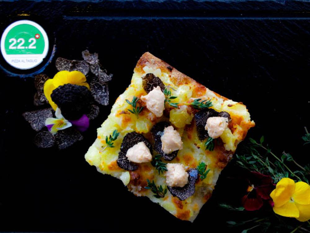 22.2 GRADI PIZZA AL TAGLIO (Zaragoza), Pizza Divina Trufaldina: patata, foie de pato y trufa aragonesa.