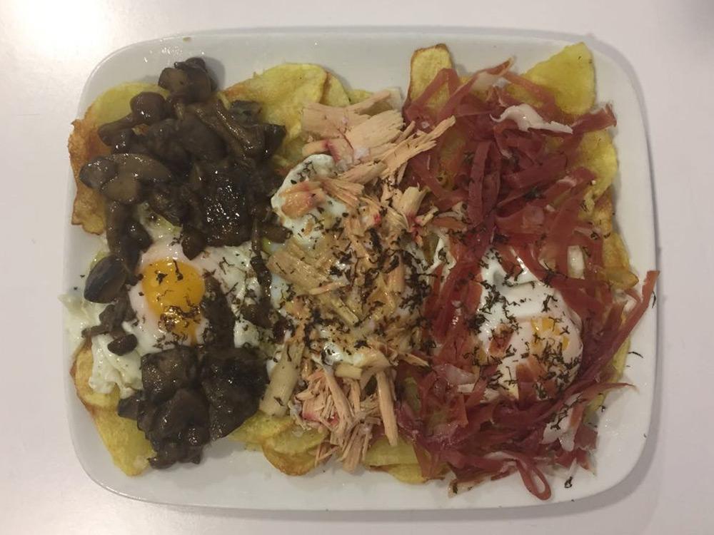 REGAL FUSSION RESTAURANTE, ZARAGOZA. Huevos Deluxe. Huevos de corral trufados con patatas, setas, gulas, jamón DO Teruel y trufa.