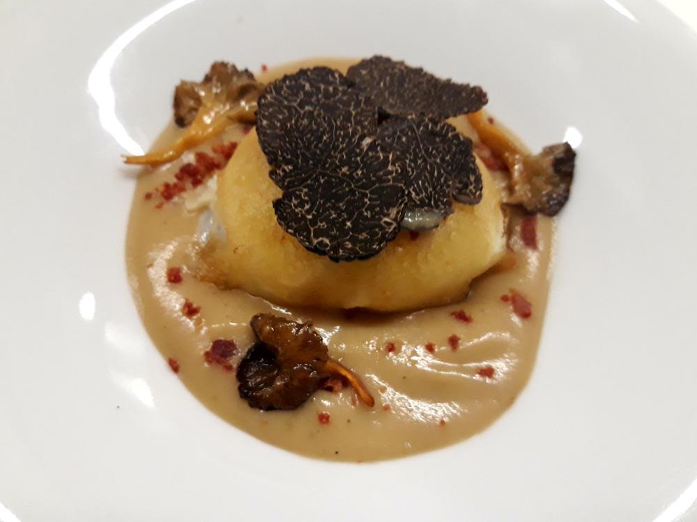 QUEMA (Zaragoza), Huevo en tempura, crema de setas y trufa.